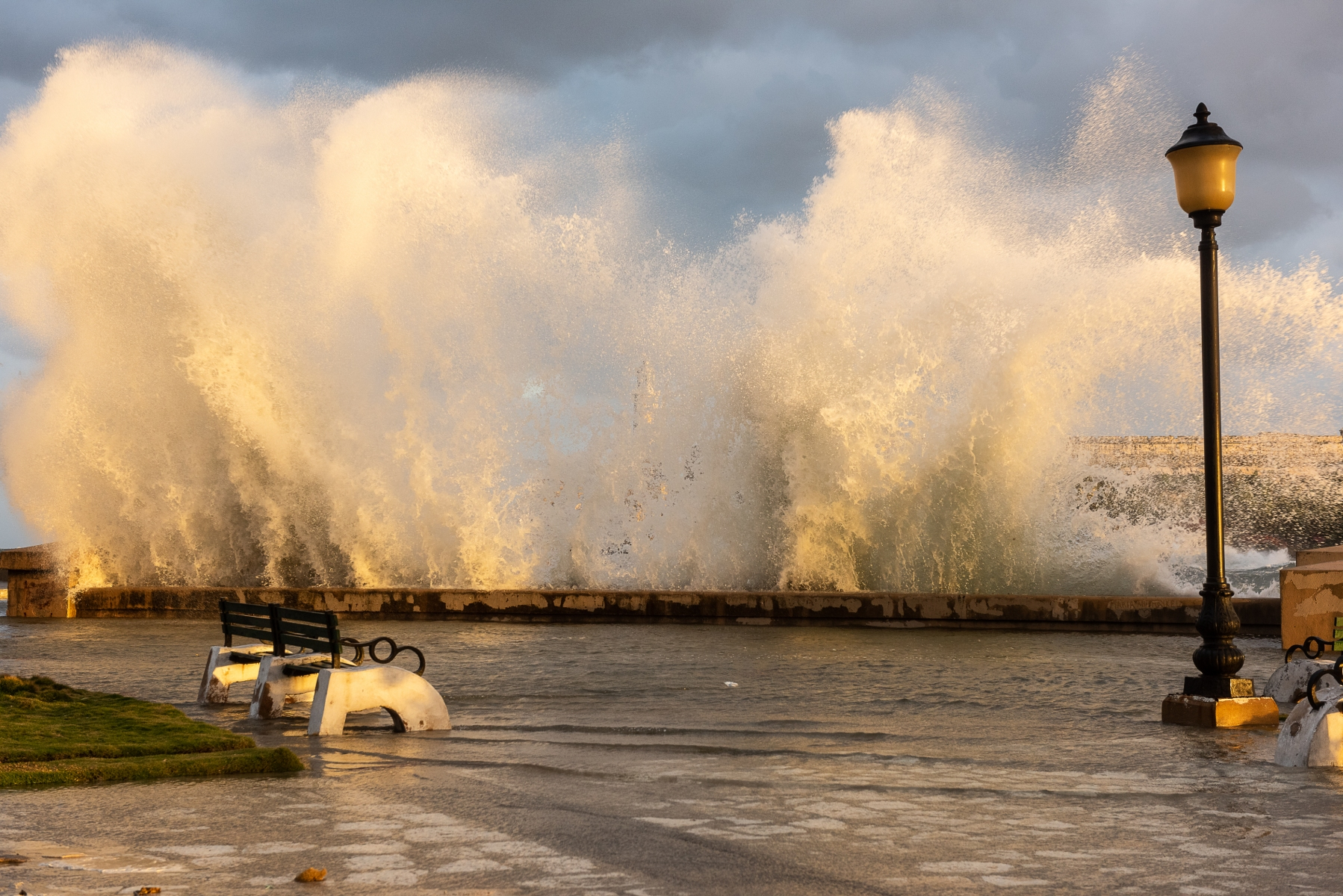 High-water-on-the-Malecon