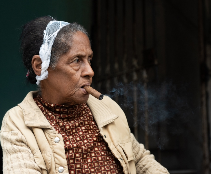 Woman smoking cigar, Havana